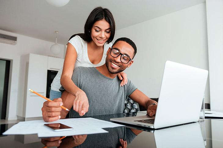 Se um dos cônjuges tiver um imóvel, o outro pode participar do programa?